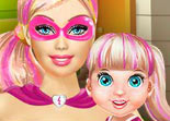 Barbie Super H�ros joue avec B�b� Barbie
